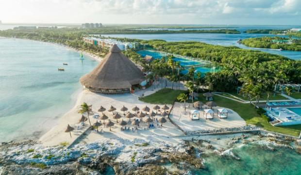 Réserver des séjours tout inclus pour l'hiver prochain est-ce une bonne idée? Ces hôteliers nous répondent!