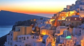 VOYAGEZ DE LA MAISON : Un petit tour en Grèce!