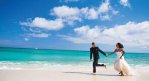 «Il y a du changement dans l'air» : Les mariages à destination connaissent un certain essor, selon la Destination Wedding & Honeymoon Specialists Association